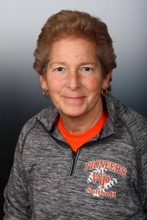 Softball Coach Hallie Cohen captures 800thwin
